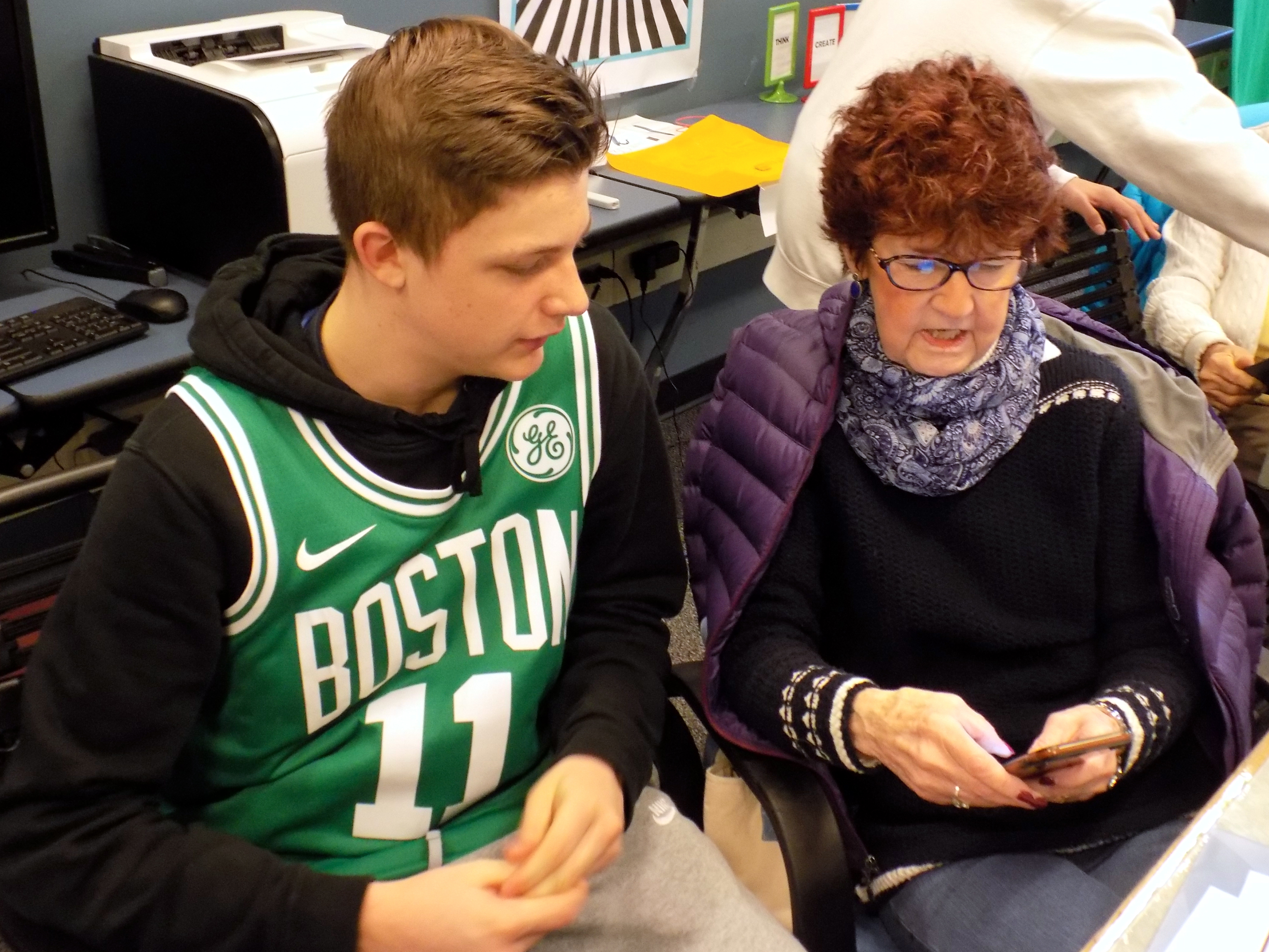 LHS HelpDesk teaches iPad class for Lynnfield Senior Center Members